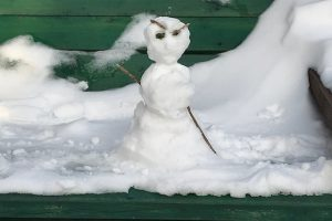 mini sneeuwpop duivel